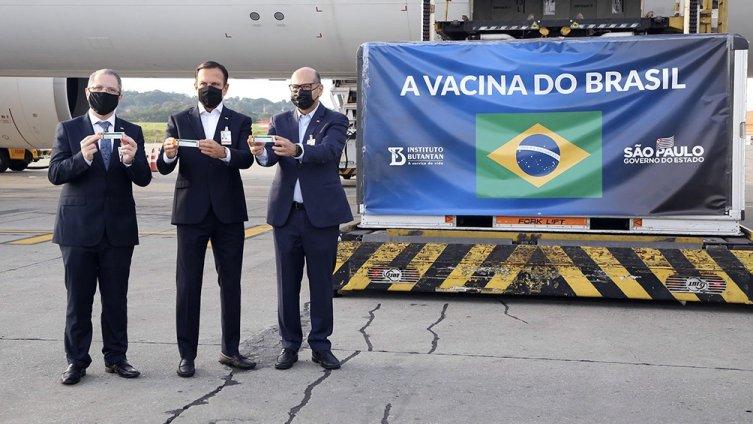 Reciben insumos desde China para la fabricación de la vacuna Coronavac en San Pablo