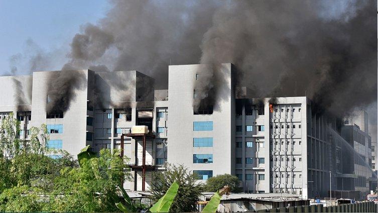 India: se incendia una planta de producción de vacunas de AstraZeneca